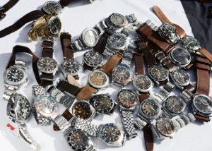 Comprò Rolex per 200mila euro con assegni falsi: trovato e denunciato