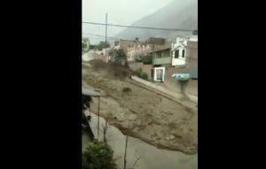 Perù: fiume di fango invade le strade
