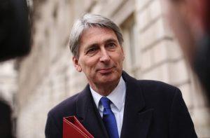 """Phillip Hammond: """"Con la Brexit dobbiamo aumentare le tasse in Gb"""""""