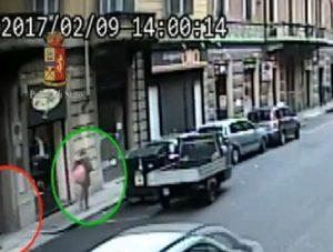 Torino: rapinava cellulari, soldi e computer a studenti fuori scuola