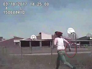 YOUTUBE Polizia Usa investe e uccide donna armata
