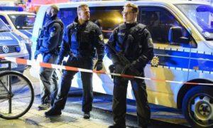 Dusseldorf, armato di accetta aggredisce passanti in stazione: 5 feriti