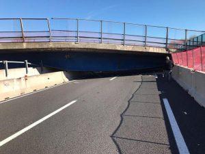 YOUTUBE A14, crolla ponte sull'autostrada: le prime immagini della tragedia