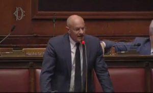 """Fabrizio Rampelli a M5s: """"Non mi faccio interrompere da quattro straccioni"""" VIDEO"""