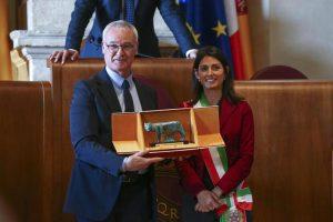 Claudio Ranieri, l'omaggio di Roma: premiato dalla sindaca Virginia Raggi