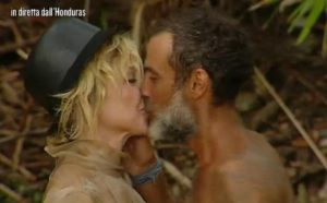 """Isola dei Famosi è l'isola di Raz Degan e della """"icona gay"""" Paola Barale"""