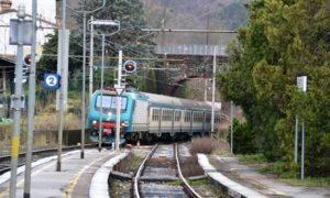 """Serravalle, 16enne travolto e ucciso dal treno. Macchinisti: """"Si è buttato"""""""