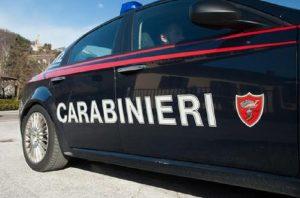 Rimini, pugni e coltellate a un immigrato. Poi tenta di investirlo