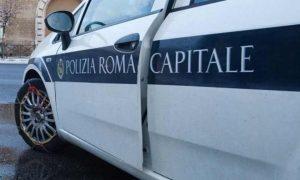 Roma, crolla cornicione a Prati: ragazzo ferito, negozi chiusi