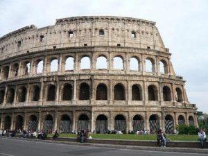 """Roma: Colosseo chiuso il 25 marzo. In piazza sfila il """"No a questa Ue"""""""