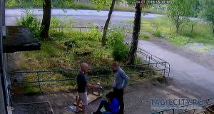 """""""Rompimi la gamba, per favore"""" e l'amico obbedisce. VIDEO choc dalla Russia"""
