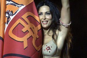 """Sabrina Ferilli, retroscena sullo strip scudetto della Roma: """"Quelle pressioni del Vaticano..."""""""