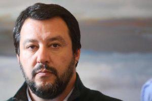 """Salvini e gli scontri a Napoli: """"Chi fa queste cose va in galera. De Magistris ne risponderà"""""""