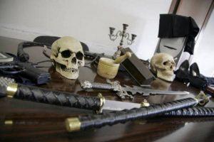 Santone Paolo Meraglia, 20 anni di stupri: 3 incinte, voodoo e sacro graal