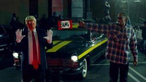 YOUTUBE Snoop Dogg spara a Trump vestito da clown, nel video di Lavender
