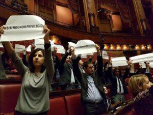 Vitalizi, deputati M5s sospesi 15 giorni: fecero irruzione nell'Ufficio Presidenza