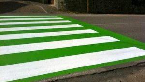 Strisce pedonali verde Lega: non sono a norma. Geometra condannato