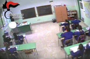 Schiaffoni, spinte e minacce: le maestre violente di Oppido Mamertina