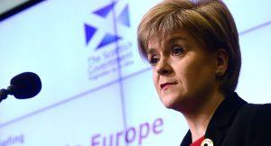 La Scozia sfida May: avviato iter referendum bis per indipendenza e no Brexit