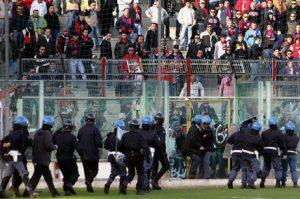 Taranto, tifosi picchiano calciatori durante l'allenamento. Rinviata la partita con la Paganese