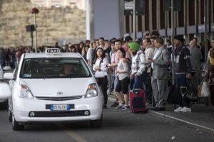 Taxi, sciopero giovedì 23 marzo confermato: stop auto bianche 8-22