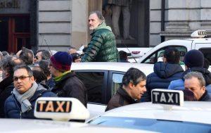 """Uber tende la mano ai tassisti: """"Incontriamoci il 20 marzo"""""""