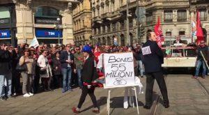 Telecom, protesta in piazza: dipendenti ballano tutti il tormentone dello spot