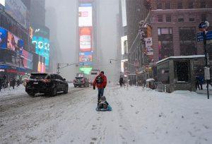 Stella arriva su New York: tempesta di neve paralizza città, migliaia di voli cancellati