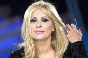 """Tina Cipollari choc: """"Ecco perché porto la parrucca da mesi"""""""