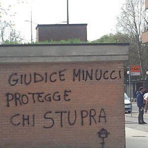 """Torino. """"Lei non gridò"""", assolto presunto violentatore. Insulti anarchici contro la giudice"""