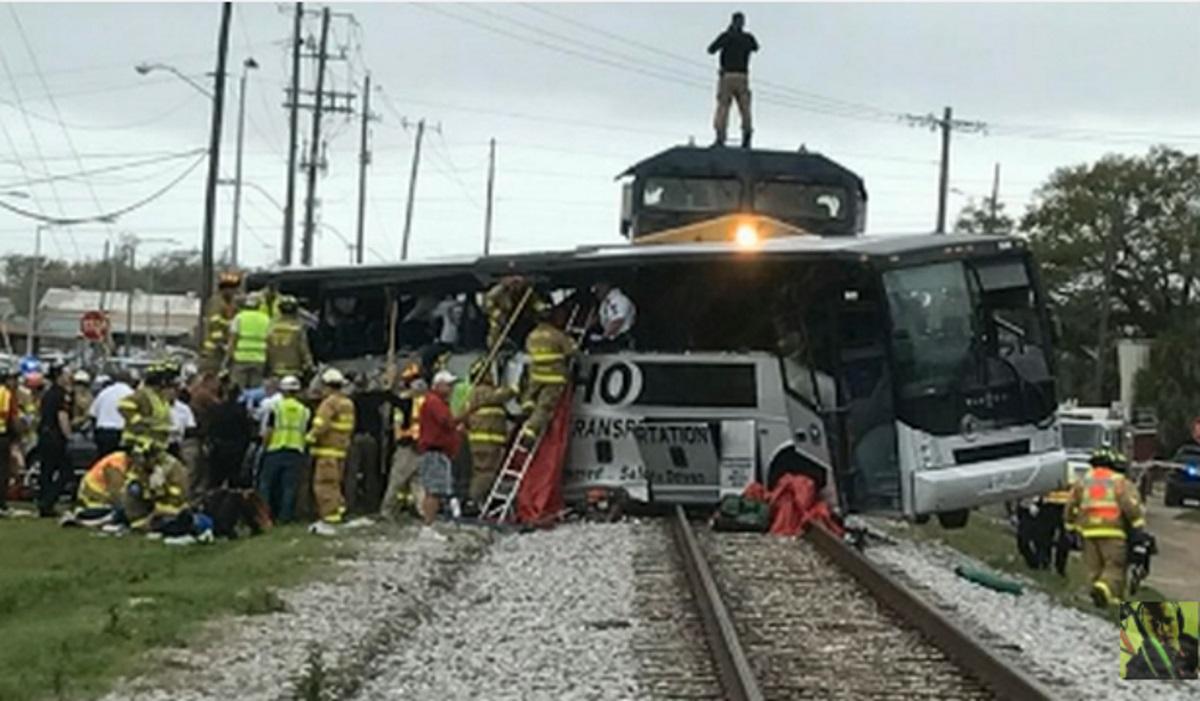 Mississippi, treno contro autobus: morti e feriti
