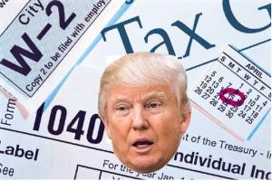 """Trump, 150 milioni di dollari di reddito nel 2005. Lui: """"Scoop illegale"""""""