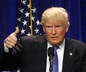 """Trump: """"Dazi 100% contro prodotti Ue"""" (Vespa compresa). Facebook Italia: """"Per noi disastro"""""""