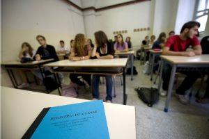 Udine: le passano la droga e si sente male in classe (foto Ansa)
