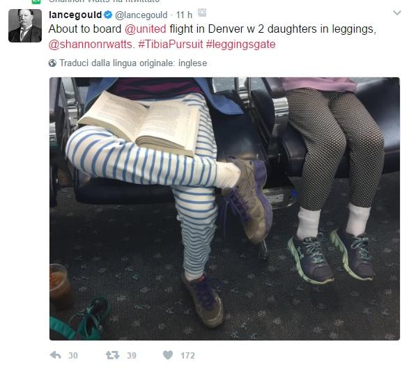 United Airlines, negato imbarco per leggings a due ragazze: polemica in Rete 01