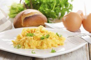 Uova strapazzate perfette: poco calore, burro...