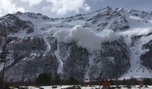 YOUTUBE Valanga travolge e uccide 6 snowboarder in Russia: ignorato allarme rosso