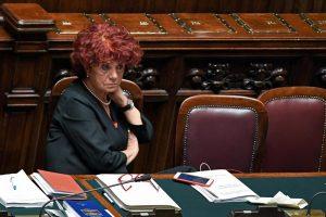 """Redditi 2016, Renzi e Grillo """"poveri"""", 102 e 72mila euro. Governo: la più ricca è Valeria Fedeli"""