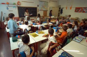 """Venezia: maestra fa scrivere 10 volte """"Io sono stupido"""" al bimbo"""