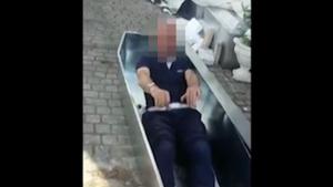 """Vigili ad Amatrice sospesi: """"Ci vergogniamo"""". Si erano fatti un video dentro le bare"""