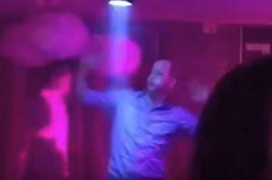 YOUTUBE Principe William balla in discoteca. Intanto Kate...