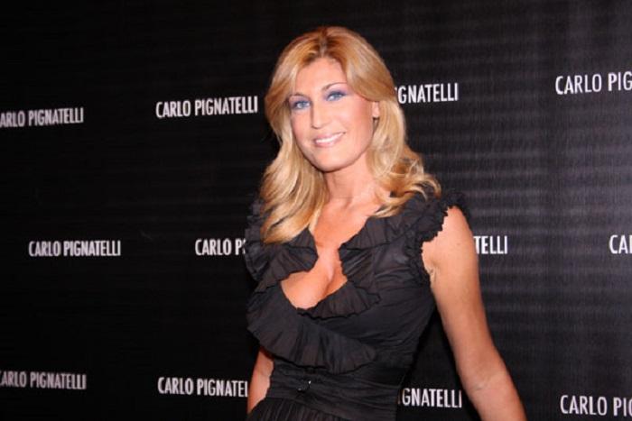 Raffaella Zardo denuncia Michele Santoro per diffamazione
