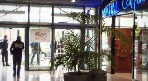 "Nantes, urla ""Allahu Akbar"" e spara fra i clienti del centro commerciale"