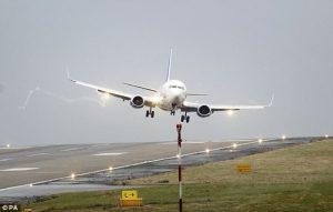 """Incidenti aerei, la CAA lancia l'allarme: """"Scarsa conoscenza dell'inglese tra i piloti"""""""
