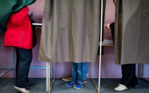 Elezioni Francia, voto blindato: ecco la circolare segreta degli 007Elezioni Francia, voto blindato: ecco la circolare segreta degli 007