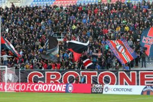 Crotone, class action tifosi abbonati per tribuna non coperta