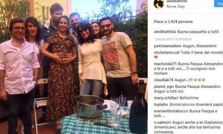 Alessandro Di Battista a fine cena con gli amici