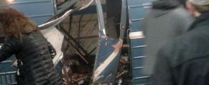 San Pietroburgo, la carrozza della metro sventrata dall'esplosione