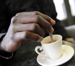 """Il segreto per bere un tè perfetto? """"Tazza nel microonde per 30 secondi"""""""