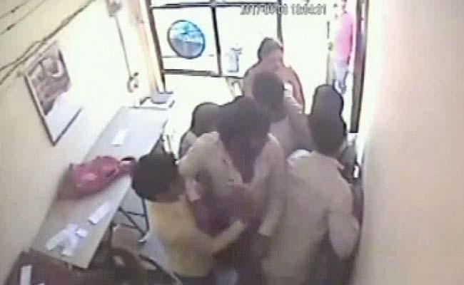 India, due dipendenti della banca mettono in fuga rapinatori armati